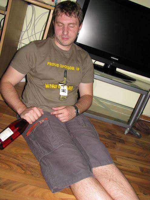Bogdan si tricoul lui cu Murfatlar ;))