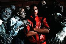 Jacko Thriller A la sombra la figura se puede ver al final de la sala