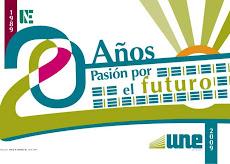 Afiche premiado por la UNE y reconocimiento a Oscar Sánchez por las autoridades de la UNE