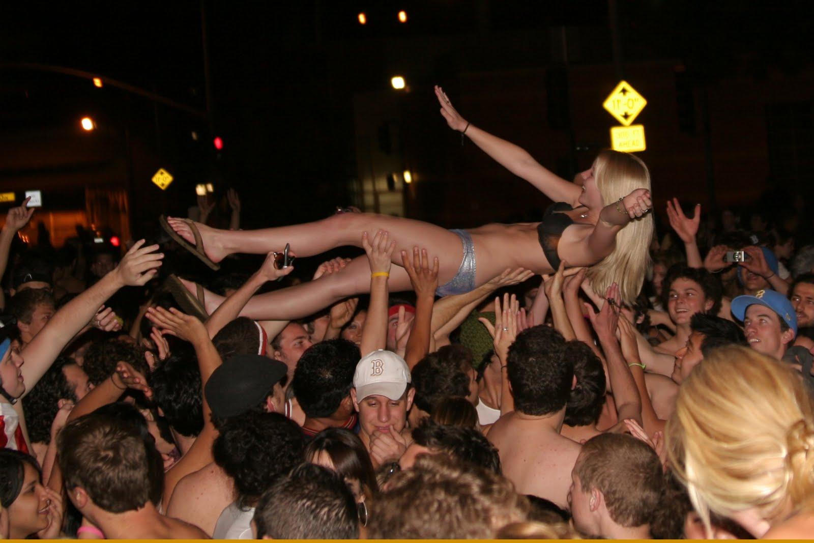 hot skinhead girls nude