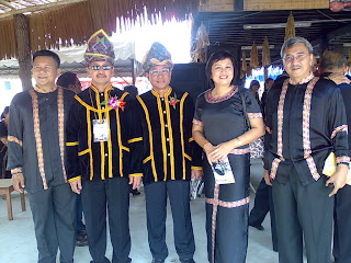 What language is conducted for the unduk ngadau knowledge test for the district and state level?