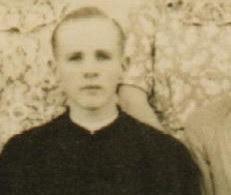 Un jovencísimo padre Emmert