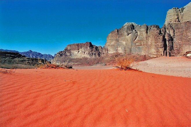 Vista al despertar en el desierto del Wadi Rhum