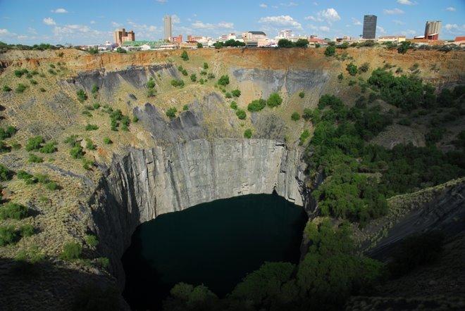 Mina de diamantes en Kimberly: el agujero más grande del mundo para este fin