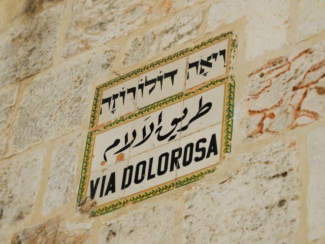 """La """"Vía Dolorosa"""" es el recorrido que hizo Jesucristo por Jerusalén con la cruz a cuestas"""