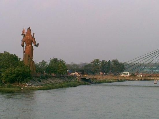 http://3.bp.blogspot.com/_Ge42TOf8y9U/S72dgYqGbfI/AAAAAAAAAB4/d15tkVogNPc/s1600/1_1211361480_giant-shiva-statue-on-ganga.jpg