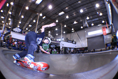 Girls Combi Pool Classic contest at Vans. Leticia Bufoni