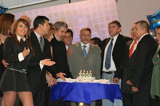 Elenco de 'Sábados Felices' celebrando el programa 2000