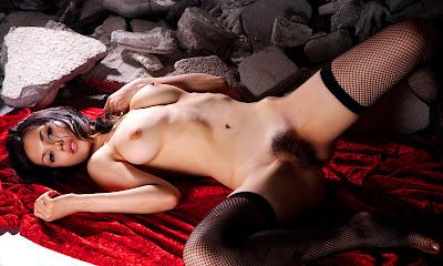 http://diduniahot.blogspot.com/2013/01/foto-lagi-main-sedot-vagina.html