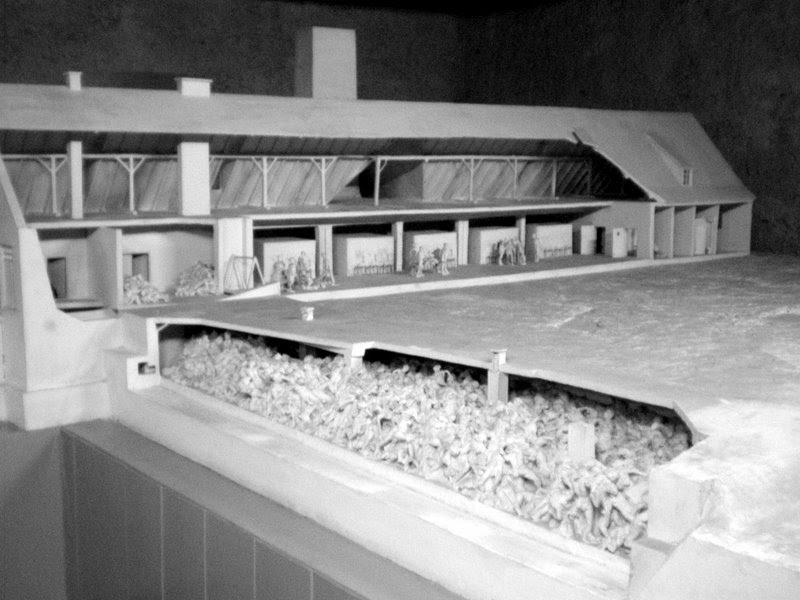 un voyage d 39 tude auschwitz maquette des chambres gaz des kr matoriums. Black Bedroom Furniture Sets. Home Design Ideas