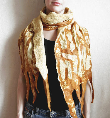 woman scarf, wool scarf, nuno-felting, felt, how to dye, onion skin, eco friendly, plan dyed, natural dyeing