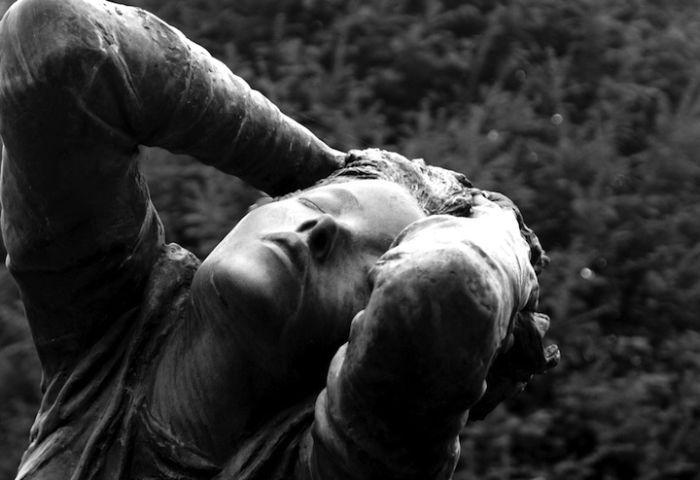 Почему нельзя оплакивать умерших людей