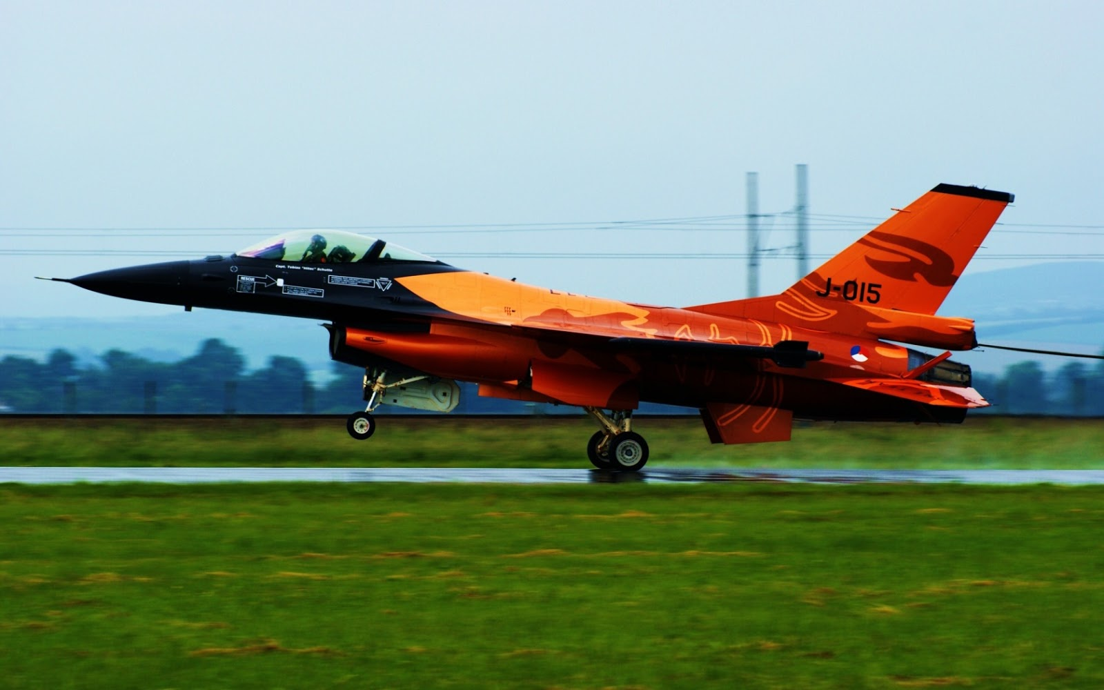 http://3.bp.blogspot.com/_Gq1jO6iuU2U/TTtlIBbaRdI/AAAAAAAAHfs/ZUW5KnEjNg0/s1600/f-16-wallpaper_jet_fighter_1680x1050.jpg