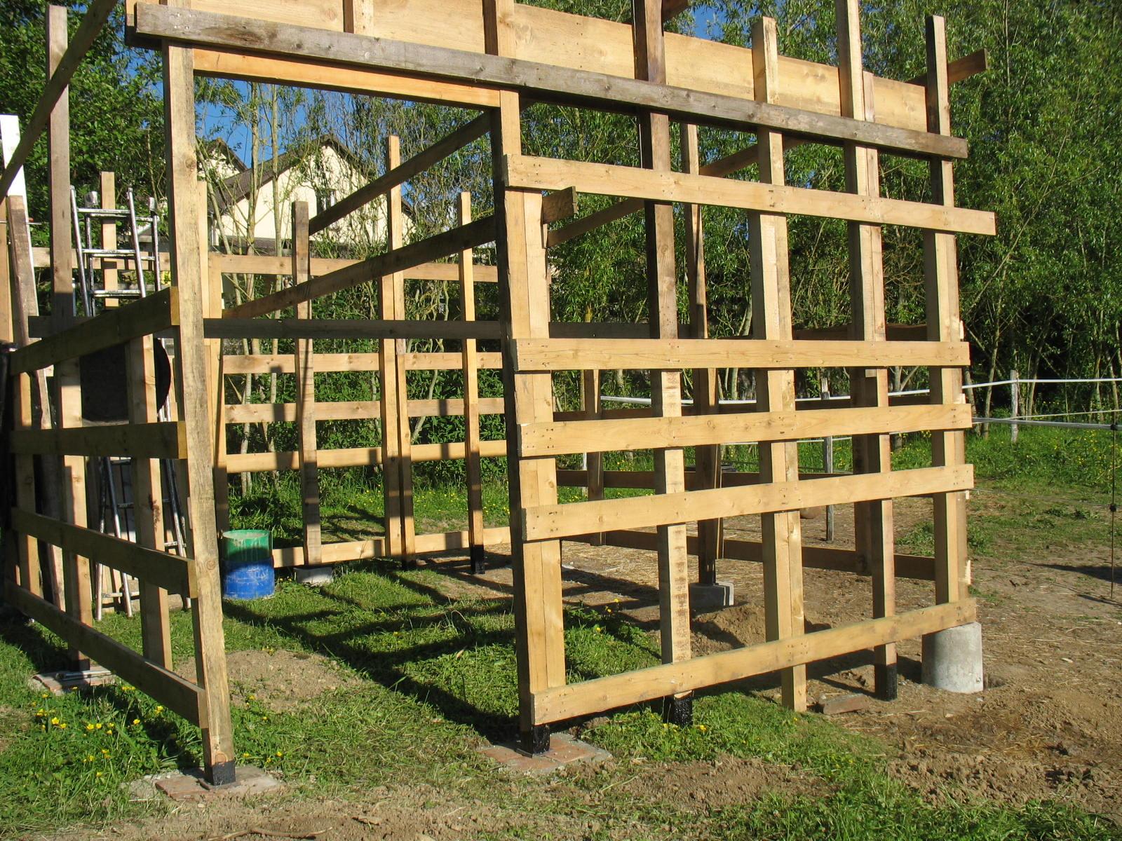 l 39 auto construction avec le bois de palettes de r cup ration l vation des murs doc n 3. Black Bedroom Furniture Sets. Home Design Ideas