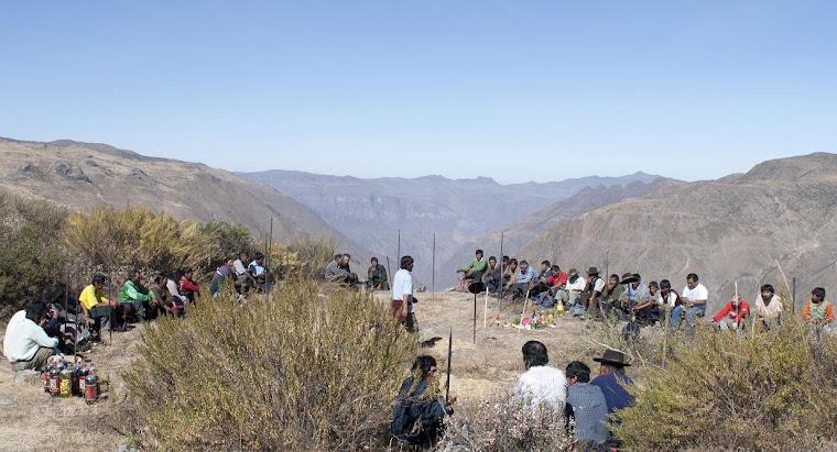 Ceremonia Comunal en Llacsatambo, antes de una faena para limpiar el sitio arqueologico.