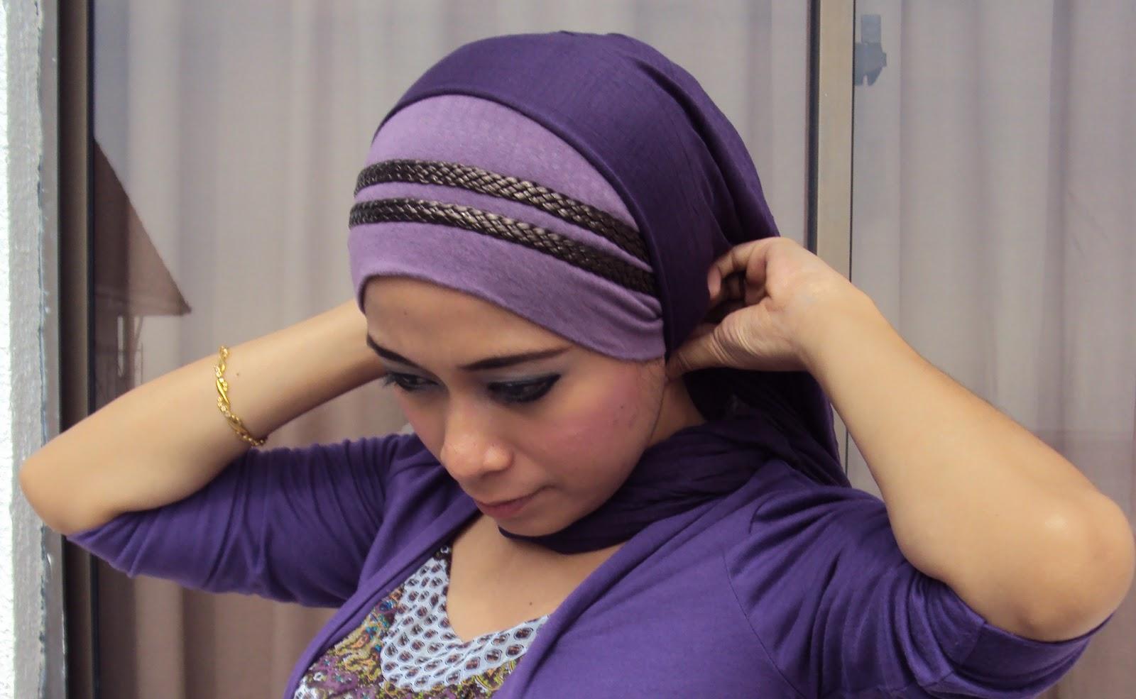 emma pakai inner light purple dihiasi headband 2 layer dark brown.