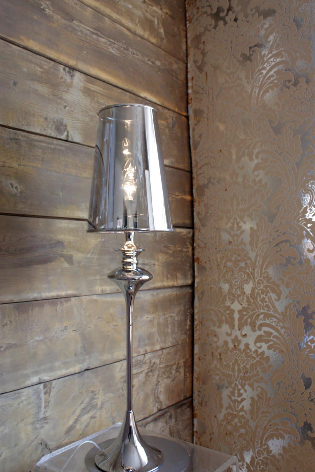 Vi har lamper og lyskroner :)