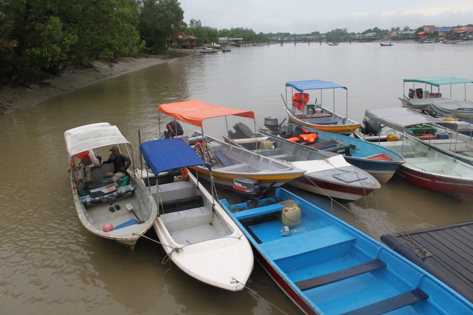 http://3.bp.blogspot.com/_GtcOcDxYuf0/S_fghwyGdII/AAAAAAAABvU/QFrgwMnHevs/s1600/boats%2Bfor%2Bhire.jpg