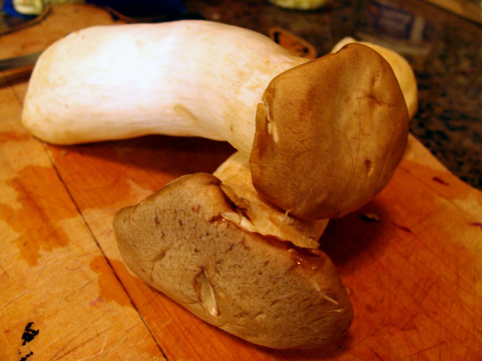 how to cut king oyster mushrooms