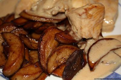 Dès de poulet et eryngii, sauce au savagnin
