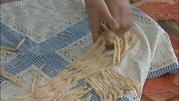 Les frizzuli, roulés à la main sur une tige de genêt