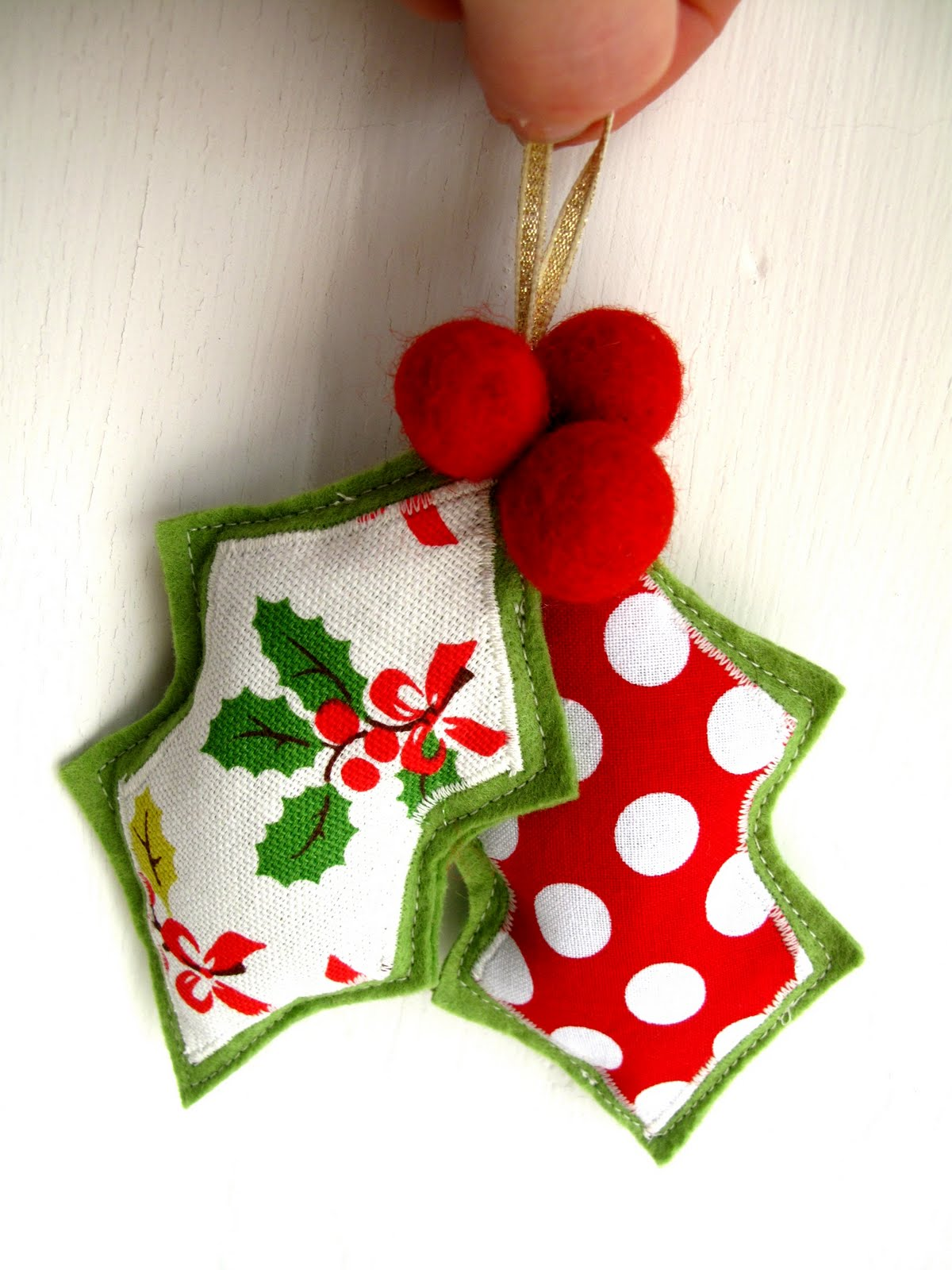 Homemade Christmas Decorations With Holly : Bugs and fishes by lupin guest post felt holly