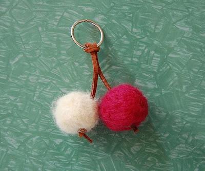 Tutorial: Cómo hacer un llavero de cerezas, fieltro, cuero, hecho a mano