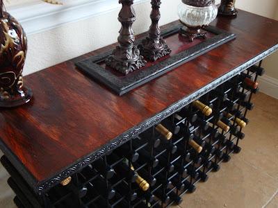 Un botellero y mesa aparador