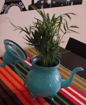 tetera tuneada, antes y después, macetero, plantas, tiestos