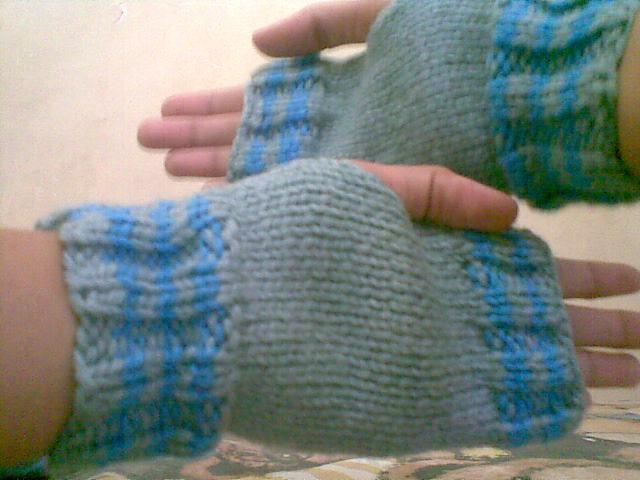 Raspberry Stitch Knit Hat Pattern : VaniLLaLatTe: learn how to knit raspberry stitch....