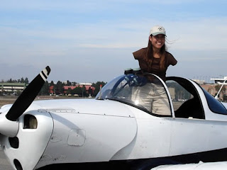 pilot without arms - jessica cox - with the plane