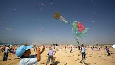 bambini a Gaza con aquiloni