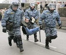 manifestante e polizia