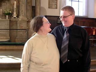 Par vid altaret innan välsignelseakt foto: Reb Dutius