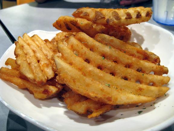 waffle fries. Waffle Fries: 3.25/5