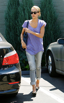 Jessica Alba Looking Nice In Purple Top