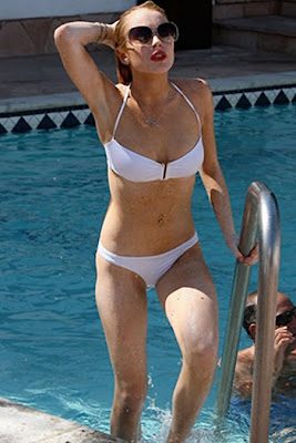 Lindsay Lohan Suns in her White Bikini Photos