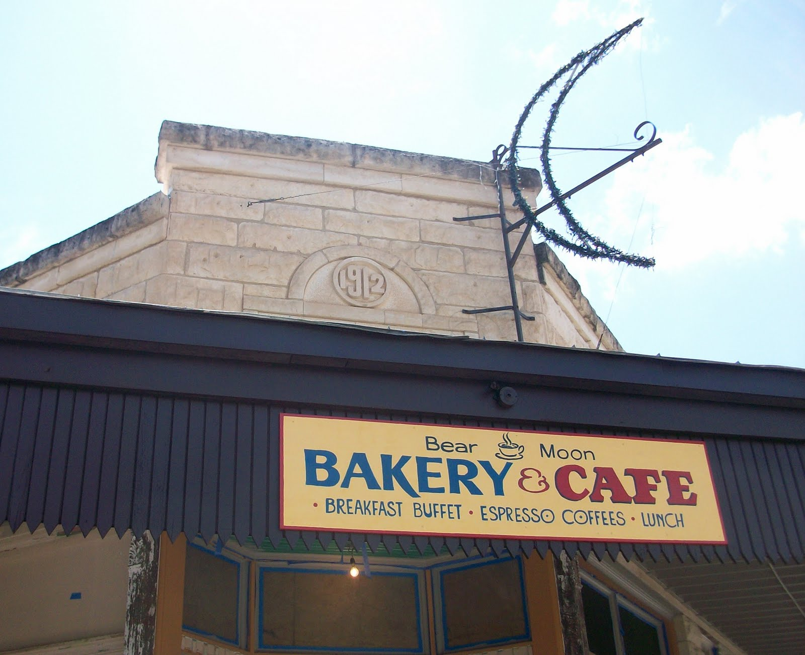 Bear Moon Bakery And Cafe