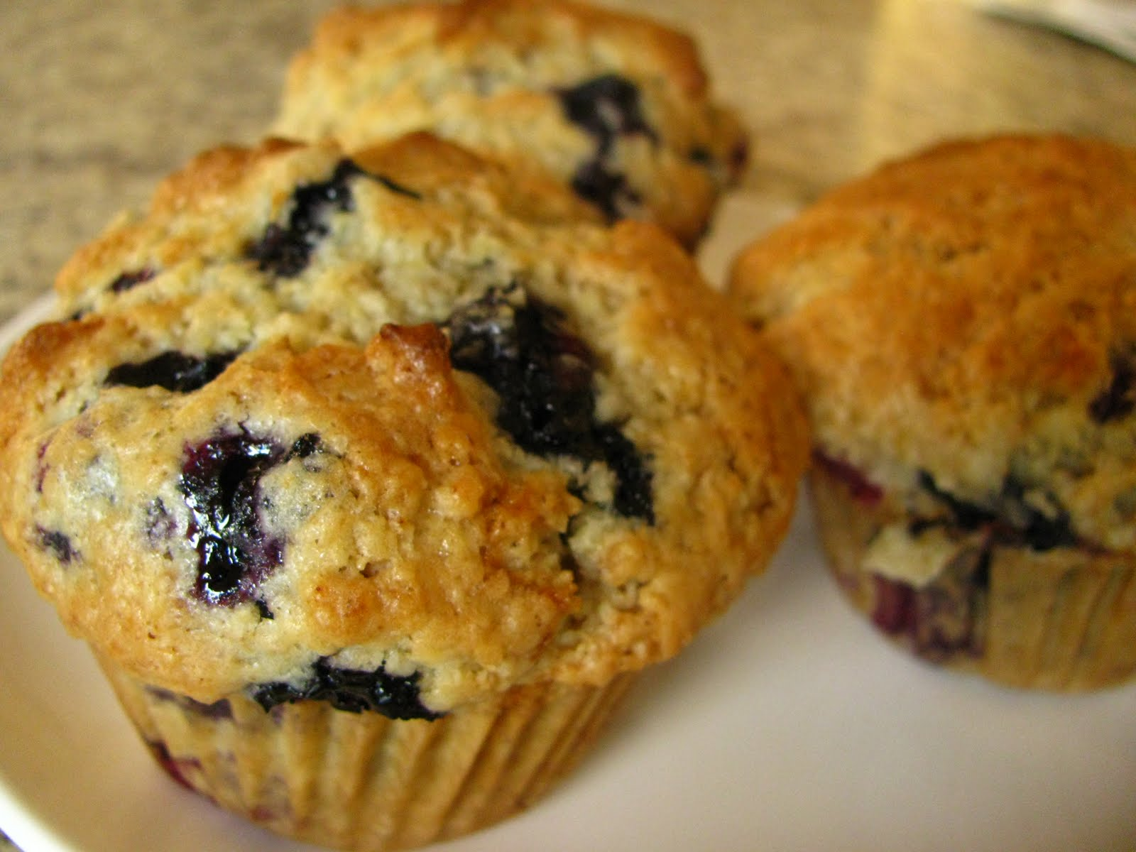 The Yummy Vegan: Perfect Blueberry Muffins