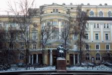 Памятник П.И.Чайковскому перед зданием Московской консерватории. Фото www.mosconsv.ru