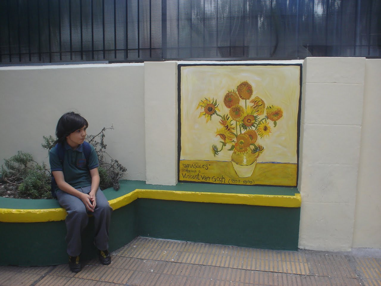 Murales mural en colegio sarmiento homenaje a van gogh for 9 11 mural van