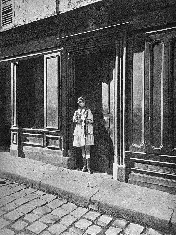 Antique and classic photographic images for Salon prostitution paris