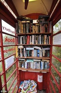 biblioteca in cabina telefonica inglese