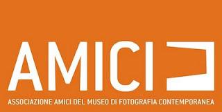 logo+associazione amici del museo di fotografia contemporanea