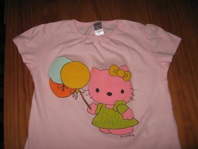 T-shirt Hello Kitty com balões