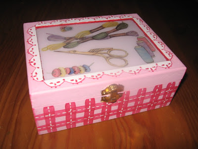 caixa de costura, pintura em renda