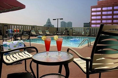 holiday inn philadelphia rooftop pool