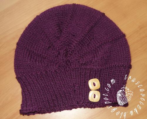 Wnuka :) Czapkę robiłam na drutach 4,5 mm, nabrałam 46 oczek