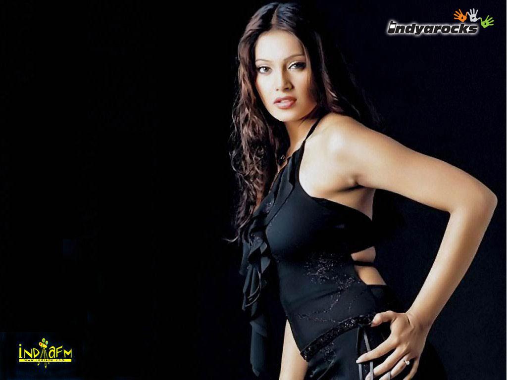 http://3.bp.blogspot.com/_H8Y9XEQXkGo/TKc_mfgUpFI/AAAAAAAALmo/W8GYDWSlrMA/s1600/Hot+Bipasha+Basu+Wallpapers.jpg