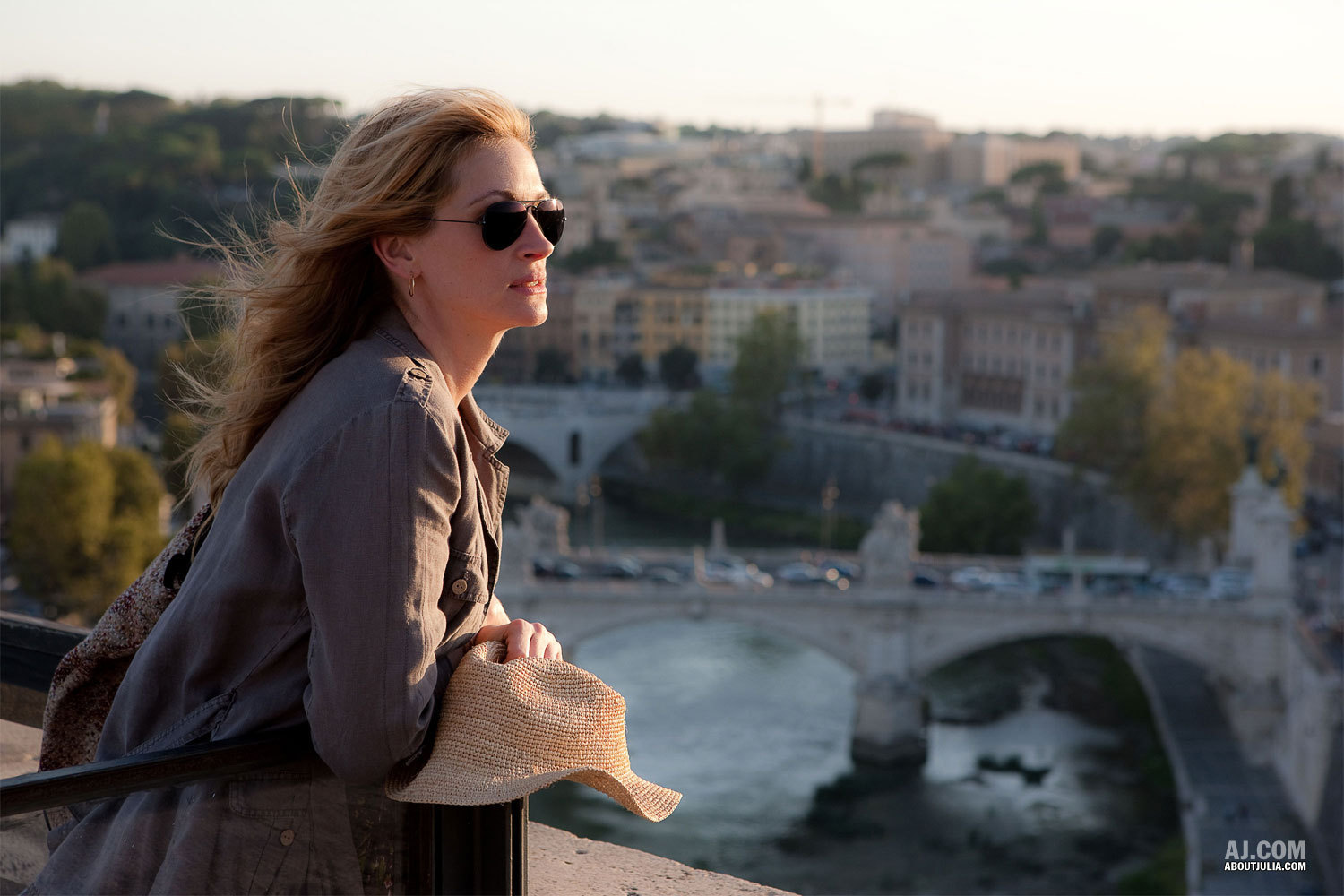 http://3.bp.blogspot.com/_H9o6h2XoB5Y/TGoJeincOXI/AAAAAAAACHs/tHaa--6hBfA/s1600/Eat-Pray-Love-Movie-Stills-julia-roberts-9634601-1500-1000.jpg